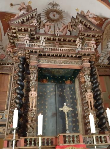 Belgodère autel St Jean restauré.jpg