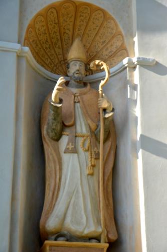 San Nicolau di Moriani statue façade St Nicolas copie.jpg