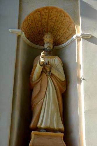 San Nicalau statue façade St Pierre .jpg