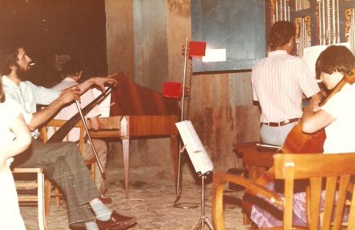 Dominique à la scie musicale.jpg