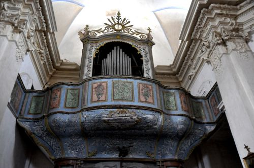 Montemaio tribune et orgue.jpg