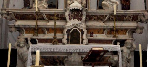 Montemaggiomarbres maître-autel.jpg