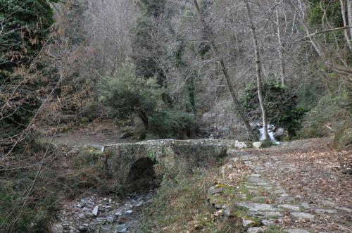 Ped'Orezza chemin dallé et pont blog.jpg