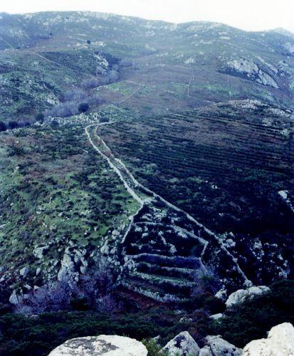 enclos, terrasses, chemin de montagne.jpg