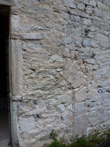 départ d'arc près de la porte latérale.jpg