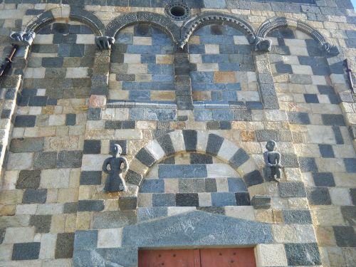 Aregno Trinité détail façade blog.jpg