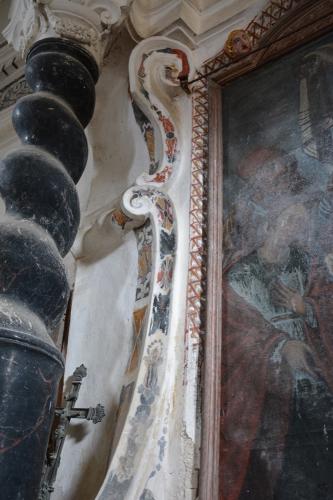 détail latéral maître autel.jpg