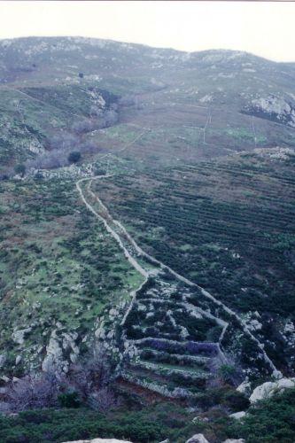 chemin, enclos et terrasses de montagne blog.jpg