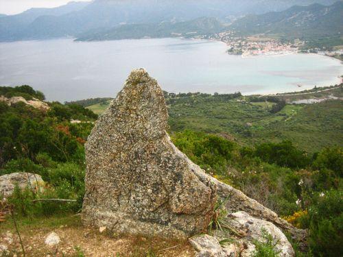 menhir de Celluccia et St Florent.jpg