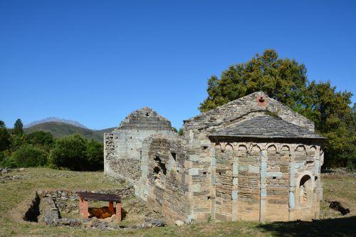 église et  baptistère paleo.jpg