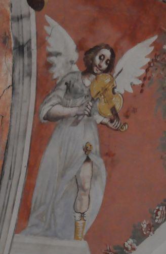 Monacia ange au violon.jpg