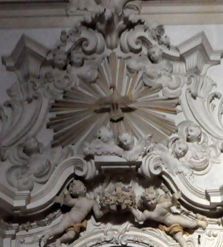 détail stucs Rosaire.jpg