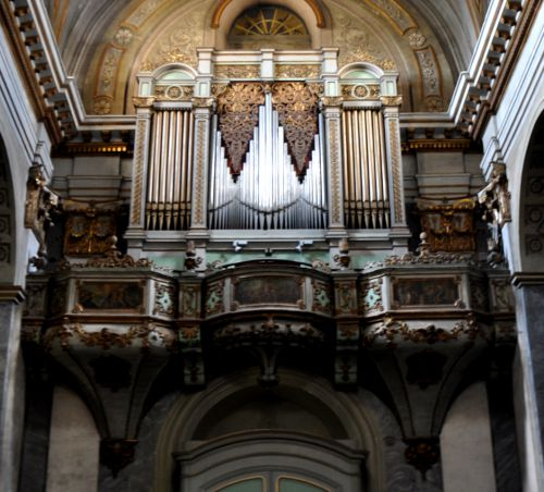 l'orgue et sa tribune.jpg