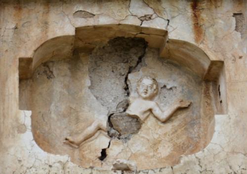 médaillon cental façade détail.jpg