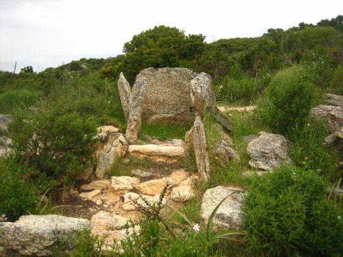dolmen de celluccia.jpg
