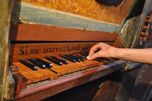La Porta clavier de l'orgue.jpg