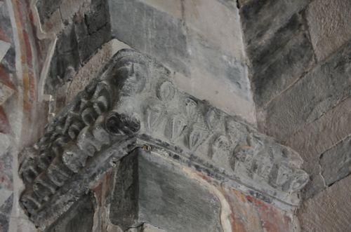 chapiteau sculpté choeur blog.jpg