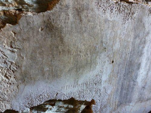 Ifana graffiti sur le crépi du palmentu.jpg
