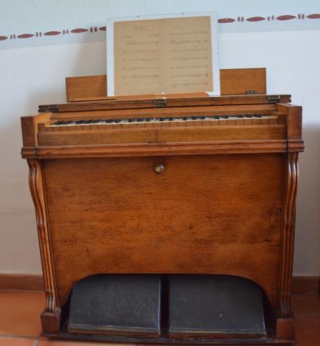 l'harmonium de la chapelle copie.jpg